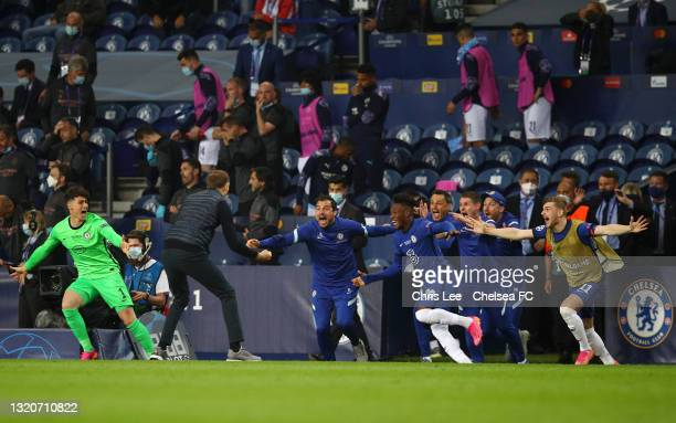 Thomas Tuchel, Manager of Chelsea celebrates with players and staff following victory in the UEFA Champions League Final between Manchester City and...