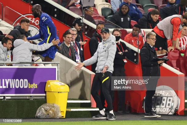 Thomas Tuchel manager of Chelsea reacts as Romelu Lukaku is substituted during the Premier League match between Brentford and Chelsea at Brentford...