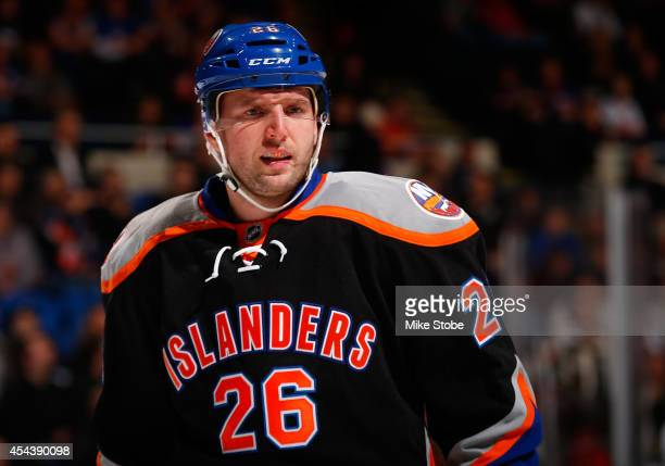Thomas Vanek of the New York Islanders skates against the Anaheim Ducks at Nassau Veterans Memorial Coliseum on December 21, 2013 in Uniondale, New...