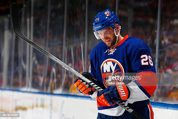 Thomas Vanek of the New York Islanders skates against the Montreal Canadiens at Nassau Veterans Memorial Coliseum on December 14, 2013 in Uniondale,...