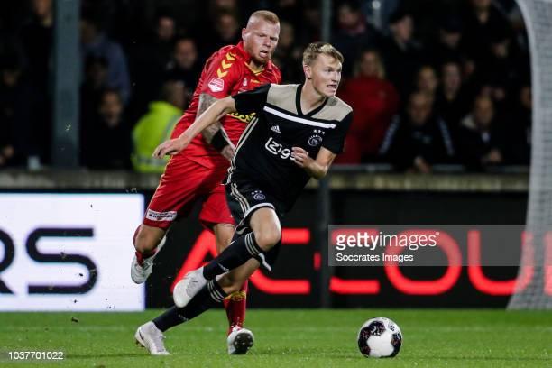 Thomas Verheydt of Go Ahead Eagles Perr Schuurs of Ajax U23 during the Dutch Keuken Kampioen Divisie match between Go Ahead Eagles v Ajax U23 at the...