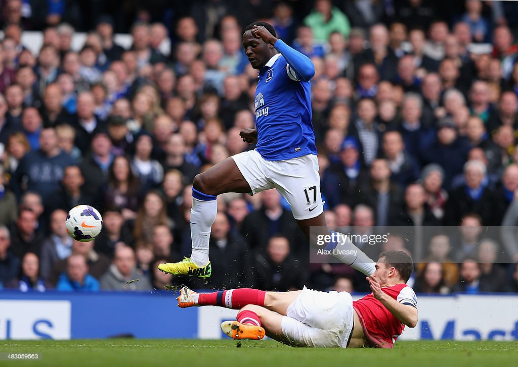Thomas Vermaelen of Arsenal tackles Romelu Lukaku of Everton during the Barclays Premier League match between Everton and Arsenal at Goodison Park on April 6, 2014 in Liverpool, England.