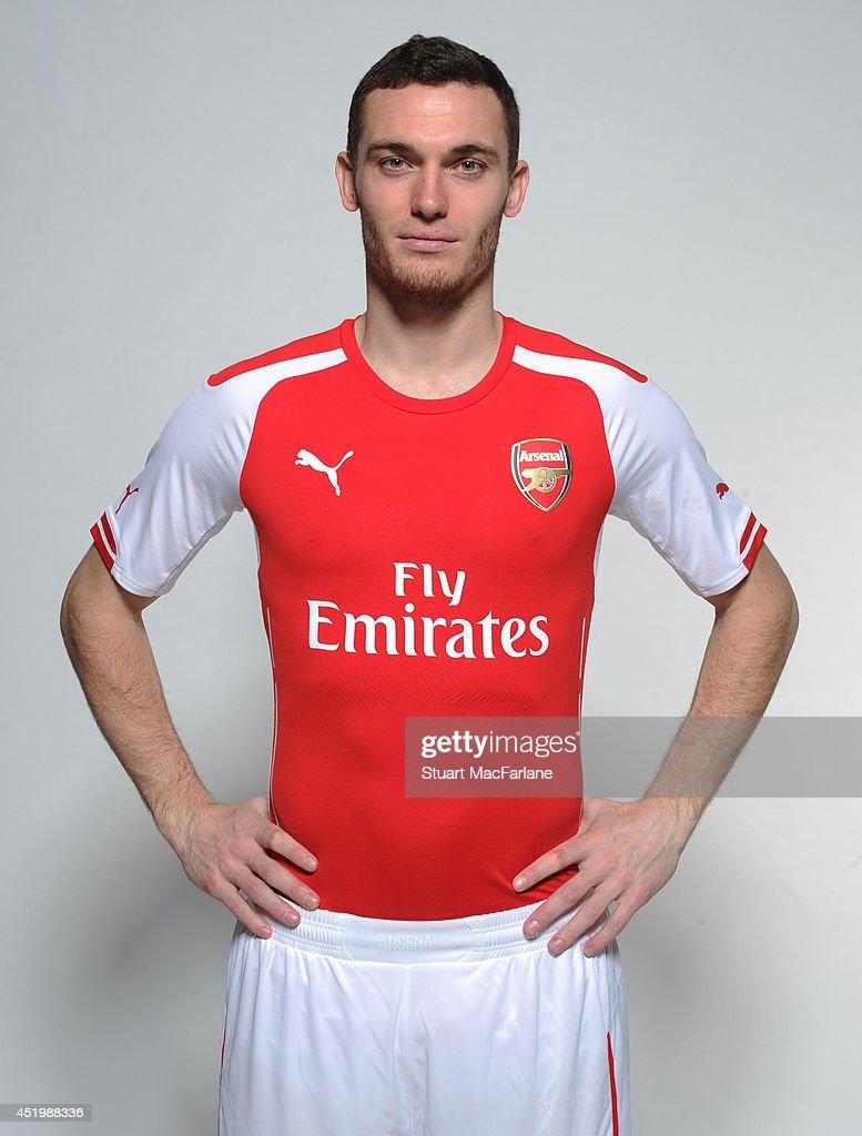 super popular 53a5e a5f47 Thomas Vermaelen wears the new Puma Arsenal kit for season ...