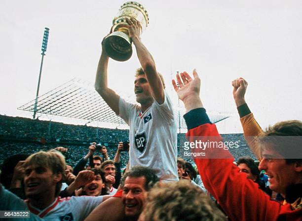 Thomas von Heesen of Hamburg and team mates celebrate after winning the DFB German Cup final match between Hamburger SV and Stuttgarter Kickers at...
