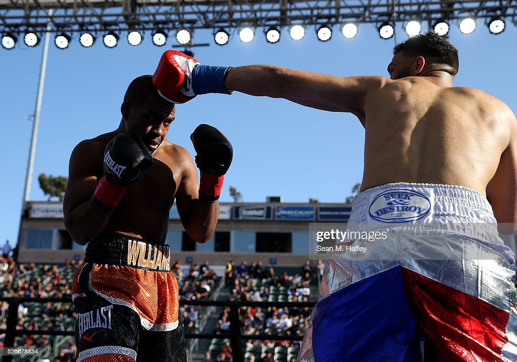 Thomas Williams Jr.(L) ducks a punch by Edwin Rodriguez during a light heavyweight fight at StubHub Center on April 30, 2016 in Carson, California.