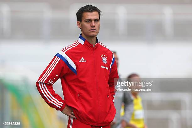 Thomas Woerle head coach of Muenchen looks on during the Allianz FrauenBundesliga match between FC Bayern Muenchen and 1899 Hoffenheim at Stadion an...