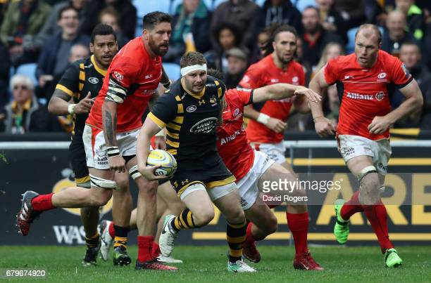 Thomas Young of Wasps breaks with the ball during the Aviva Premiership match between Wasps and Saracens at The Ricoh Arena on May 6 2017 in Coventry...