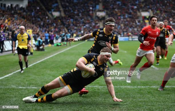 Thomas Young of Wasps dives over for his third try during the Aviva Premiership match between Wasps and Saracens at The Ricoh Arena on May 6 2017 in...