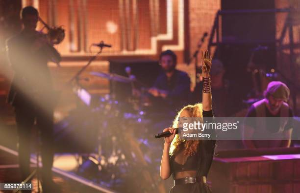 Thomaz performs during the 'The Voice of Germany' semifinals at Studio Berlin Adlershof on December 10 2017 in Berlin Germany The finals will be...
