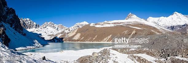 thonak tsho, the 4th gokyo lake, nepal - gokyo lake stock pictures, royalty-free photos & images