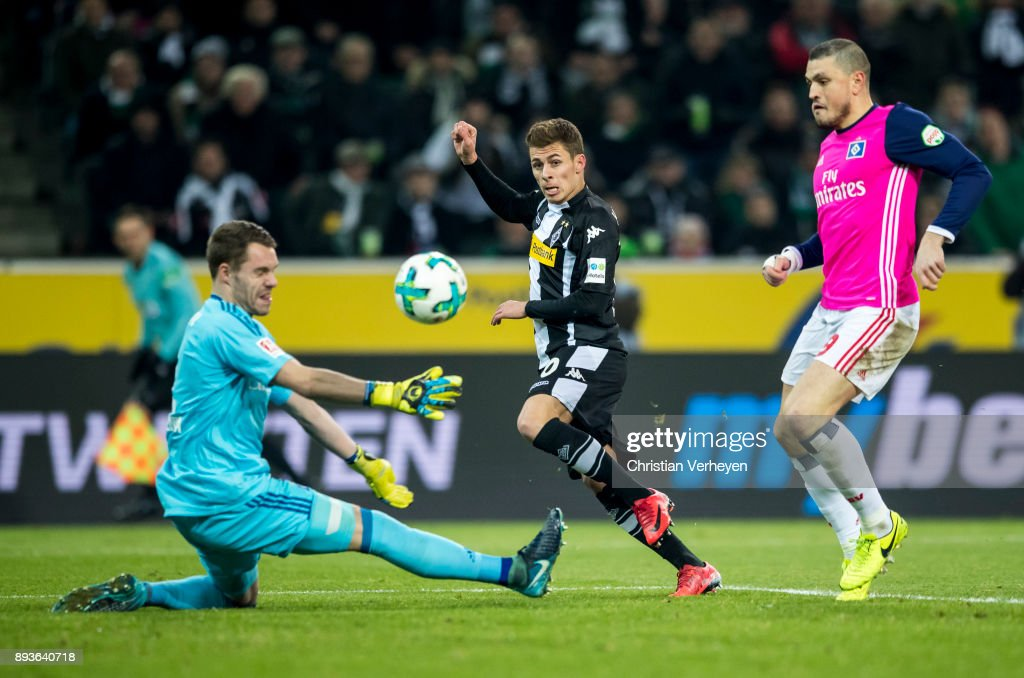 Thorgan Hazard of Borussia Moenchengladbach scores his teams first goal during the Bundesliga match between Borussia Moenchengladbach and Hamburger SV at Borussia-Park on December 15, 2017 in Moenchengladbach, Germany.
