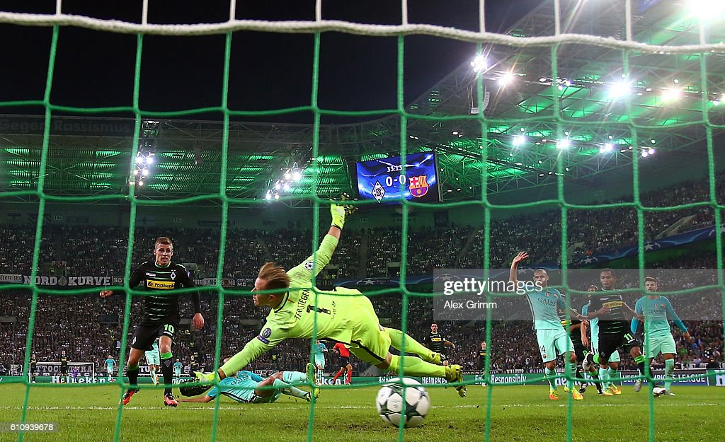 Thorgan Hazard of Borussia Moenchengladbach scores the opening goal past Marc-Andre ter Stegen of Barcelona during the UEFA Champions League group C match between VfL Borussia Moenchengladbach and FC Barcelona at Borussia-Park on September 28, 2016 in Moenchengladbach, North Rhine-Westphalia.