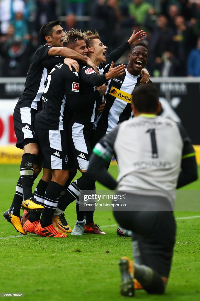 Thorgan Hazard of Moenchengladbach celebrates with his team after he scored the late winning goal form the penalty spot during the Bundesliga match between Borussia Moenchengladbach and Hannover 96 at Borussia-Park on September 30, 2017 in Moenchengladbach, Germany.
