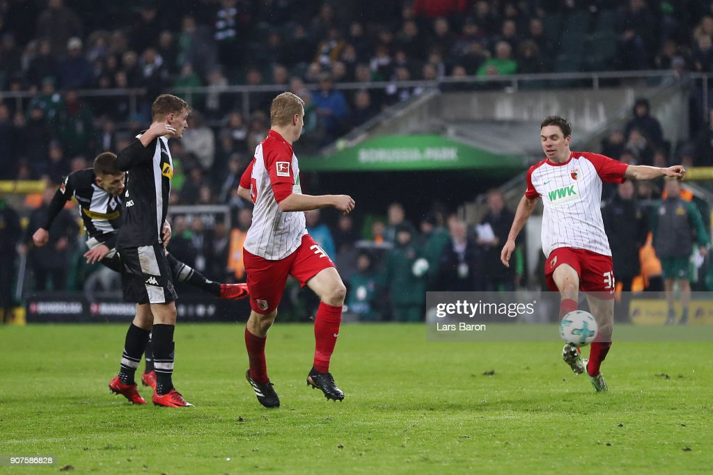 Thorgan Hazard of Moenchengladbach (l) scores a goal to make it 2:0 during the Bundesliga match between Borussia Moenchengladbach and FC Augsburg at Borussia-Park on January 20, 2018 in Moenchengladbach, Germany. (Photo by Lars Baron/Bongarts/Getty Images)i
