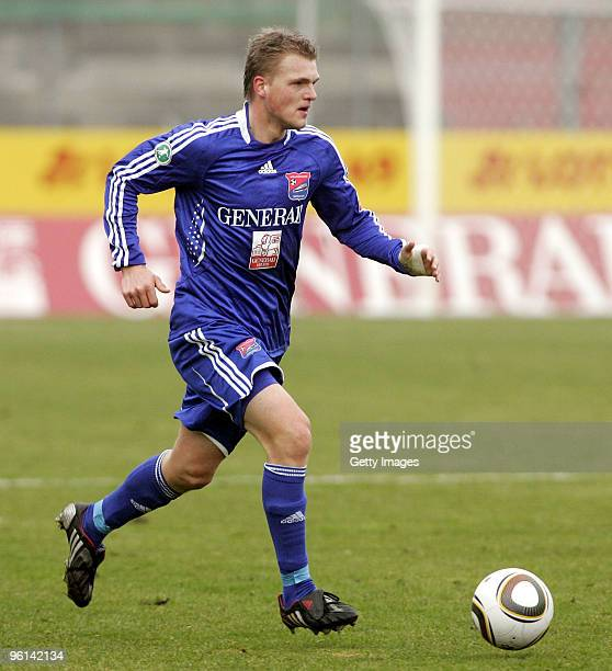 Thorsten Schulz of Unterhaching runs with the ball during the 3Liga match between SpVgg Unterhaching and Bayern Muenchen II at the Generali Sportpark...