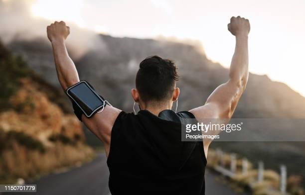 懸命に働く人々は勝利を収める - ガッツポーズ ストックフォトと画像