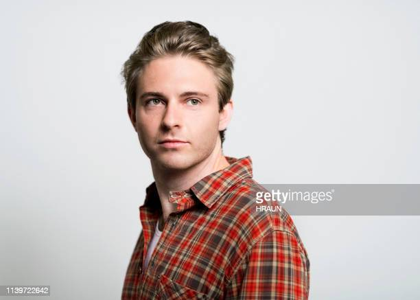 thoughtful handsome man on gray background - retrato formal imagens e fotografias de stock