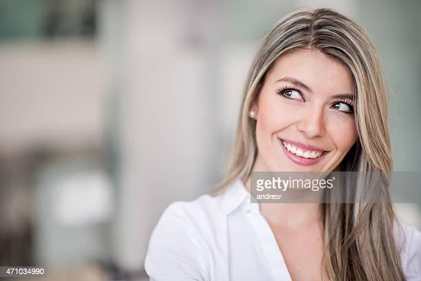 Pensativa mulher no Cabeleireiro
