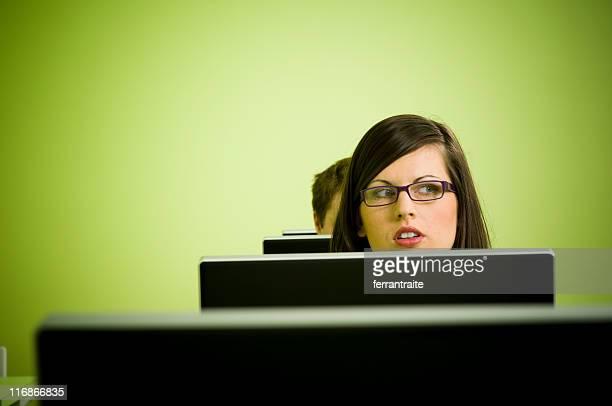 心配りの行き届いた女性 - コラムニスト ストックフォトと画像