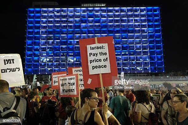 Thousands left wing protesters gathered in Tel Aviv's Rabin Square Saturday night to urge Prime Minister Binyamin Netanyahu to reignite the peace...