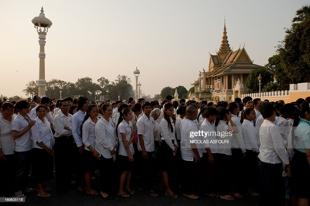 Thousands of Cambodians queue to enter the crematorium area where the coffin of Cambodia's late king Norodom Sihanouk rests before his cremation near the Royal Palace in Phnom Penh on February 4, 2013. Cambodia was due to hold an elaborate cremation ceremony for its revered former king Norodom Sihanouk, part of a week-long funeral for the colourful late royal. AFP PHOTO / Nicolas ASFOURI