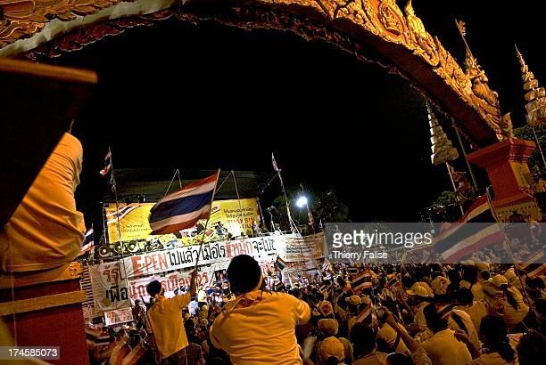 Thousands of demonstrators have defied warnings of a crackdown from the Thai Prime minister Samak Sundaravej. The opposition accuses Samak to try to...
