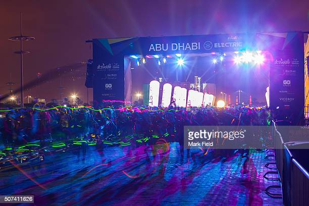 Thousands of Electric Runners take part in Daman's ActiveLife Electric Run, powered by XDubai lighting themselves up with glow sticks, LEDs and any...