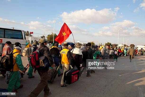 Thousands of foreign migrant workers fleeing Libya unrest are crossing the Tunisian checkpoint of Ras Jdir Pictured here are Chinese workers