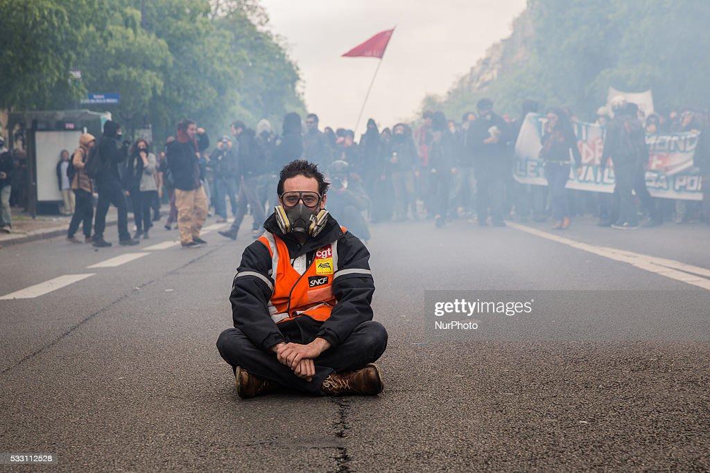 Demonstration against El Khomri bill in Paris : News Photo