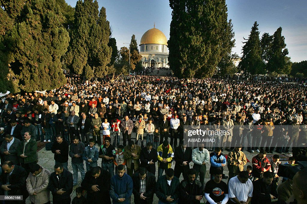 Thousands of Muslim worshippers attend the early morning Eid al-Fitr prayer at the Al-Aqsa mosque compound in Jerusalem's Old City, with the golden Dome of the Rock seen in the background, 03 November 2005. Muslims around the world celebrate Eid al-Fitr today, which marks the end of the fasting month of Ramadan.