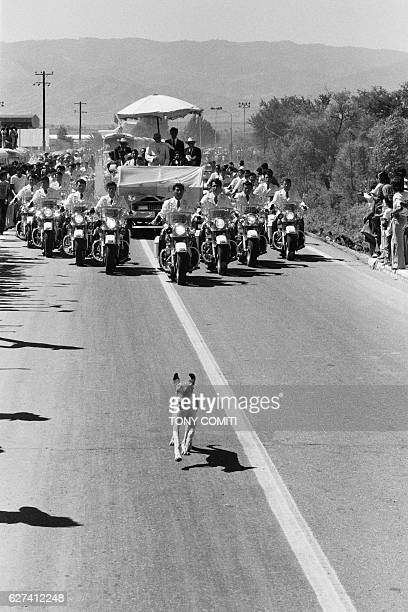 Thousands of peasants cheered Pope John Paul II along the 120kilometer stretch separating Mexico from Puebla | Location Puebla Mexico