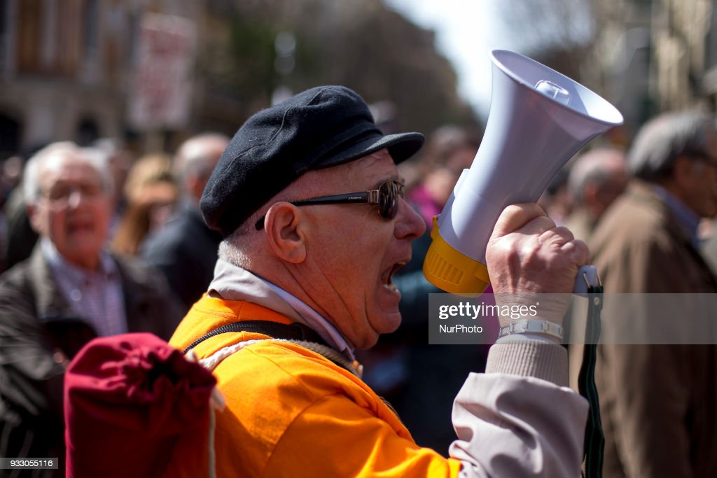 Pensioners demonstrate in Barcelona