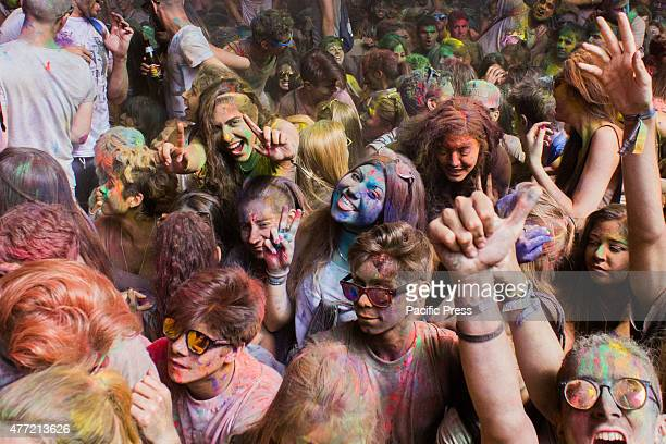 Thousands of people at the second edition of the Turin Holi Fusion, the Festival of Colors of Indian origin.