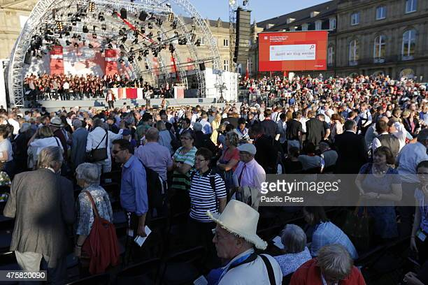Thousands of people attend the opening service of the 35th German Protestant Church Congress Tens of thousands of people attended the opening...
