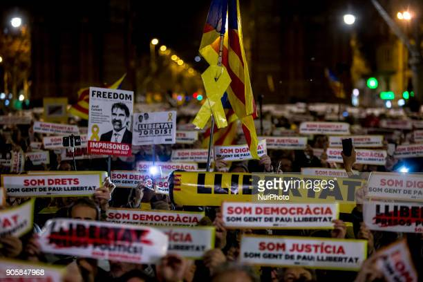 Thousands of people demonstrate in the streets of Barcelona to demand the libertat of imprisoned Catalan separatist leaders Jordi Sànchez and Jordi...