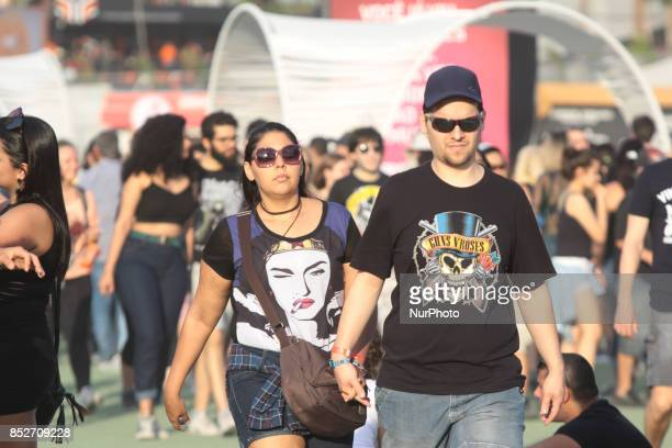 Thousands of people have fun watching the shows and attractions of Rock in Rio 2017 this sixth day of the event