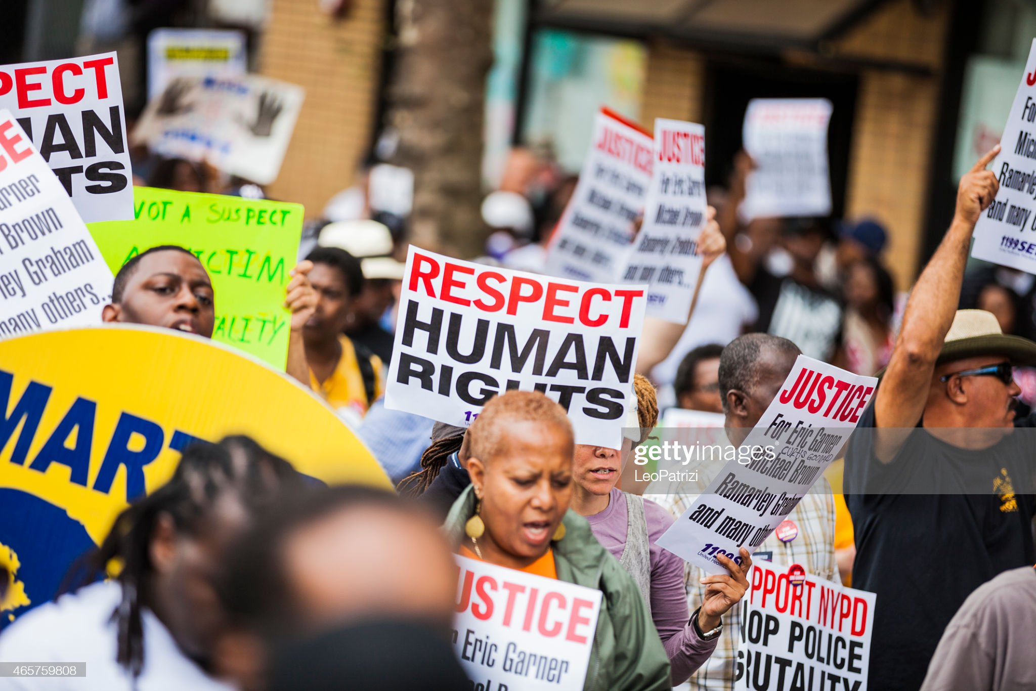 Thousands of people protest against NYPD in August 2014 : Bildbanksbilder