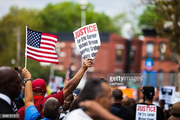 milhares de pessoas protesto contra nypd em de agosto de 2014 - ilha staten - fotografias e filmes do acervo