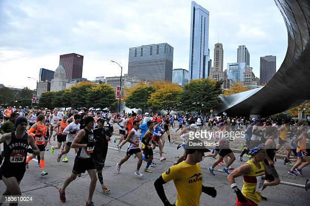 Thousands of people run in the 2012 Bank of America Chicago Marathon on October 7 2012 in Chicago Illinois