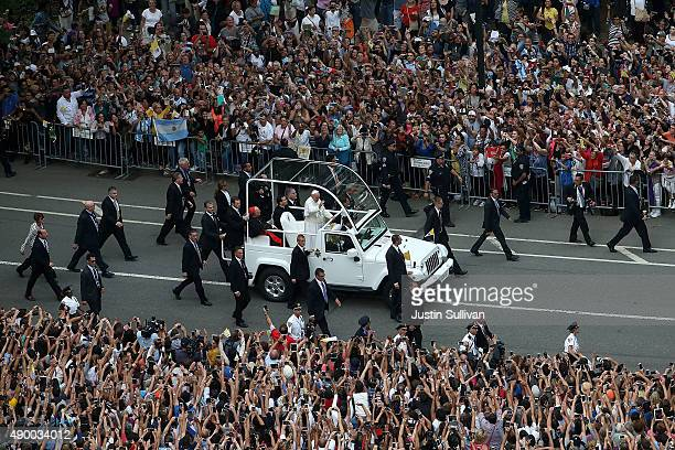 Thousands of people watch Pope Francis ride in the popemobile through Central Park on September 25 2015 in New York City The pope is in New York on a...