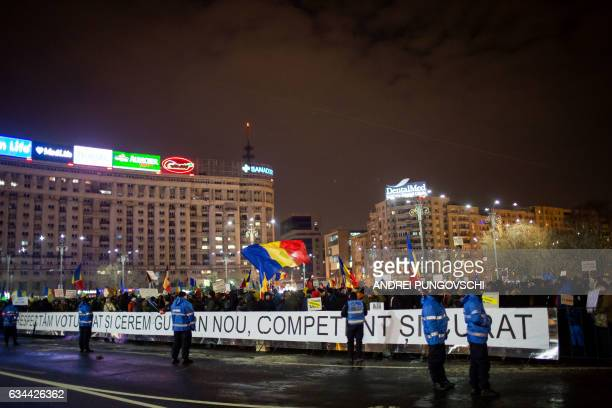 Thousands of Romanians protest against the government in Victory Square in Bucharest Romaniaon February 9 2017 / AFP / ANDREI PUNGOVSCHI