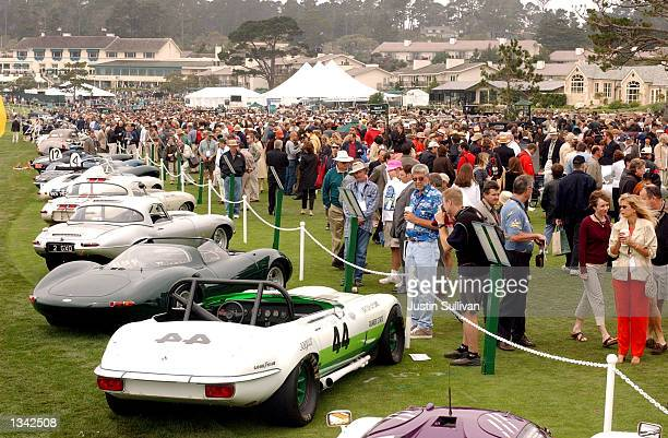 Thousands of spectators look at vintage cars on display at the 2002 Pebble Beach Concours d'Elegance August 18, 2002 in Pebble Beach, California. The...