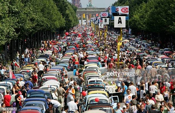 Thousands of Volkswagen Beetle drivers try to break the record of 3000 Beetles together in one lane on Berlin's famous street 'Strasse des 17Juni'...