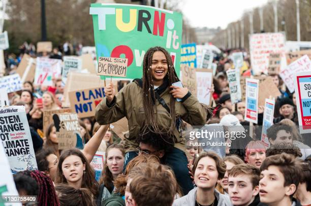 Thousands of youth strikers gathered outside Buckingham Palace in central London to protest against the governments lack of action on the climate...