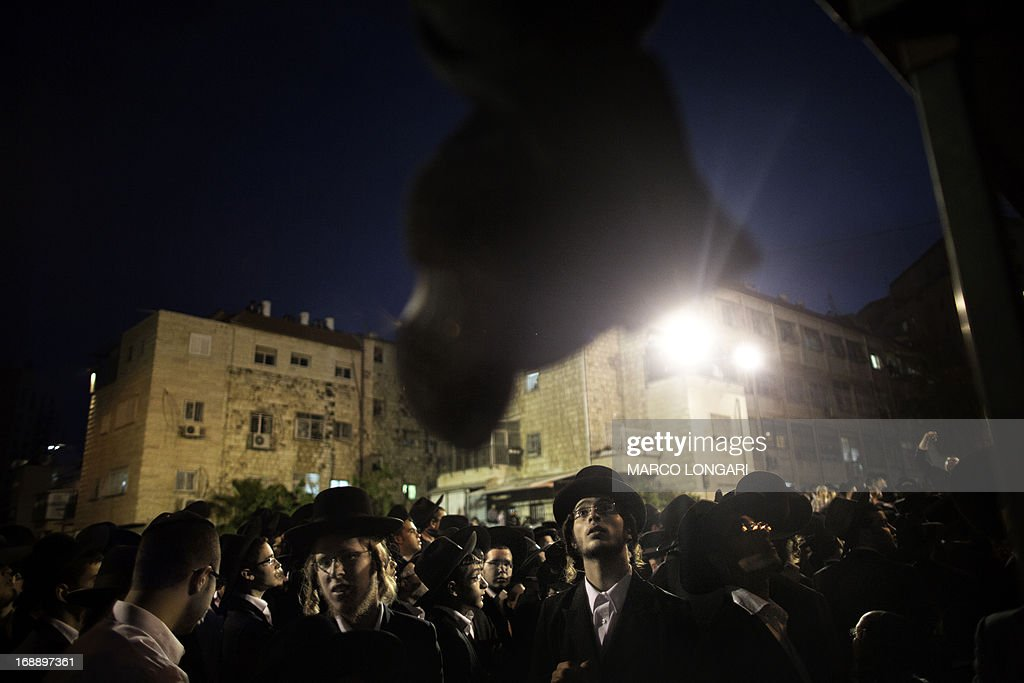 Thousands Orthodox Jew gather in front of the main army recruitment office in Jerusalem on May 16, 2013 to demonstrate against any plans to make them undergo military service, a police spokesman said