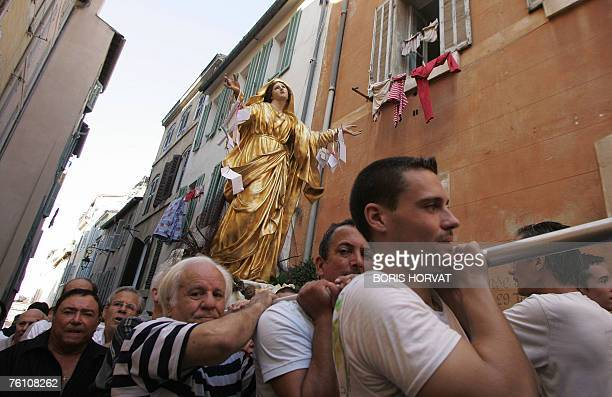 Thousands people attend the procession celebrating the Feast of the Assumption marking the Virgin Mary's ascension into heaven 15 August 2007 in...