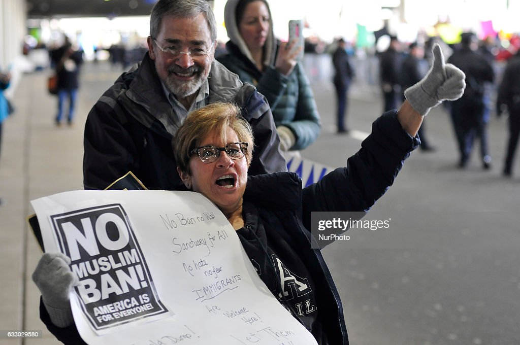 Large Trunout for Immigration Protest at Philadelphia International Airport : News Photo