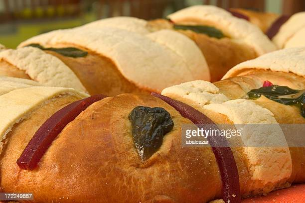 rosca de reyes - roscon de reyes stock pictures, royalty-free photos & images
