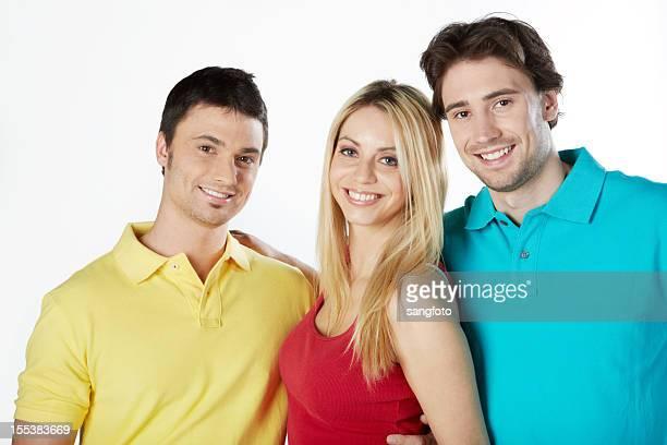 tre amici eleganti in camicie colorate sorridente - maniche corte foto e immagini stock