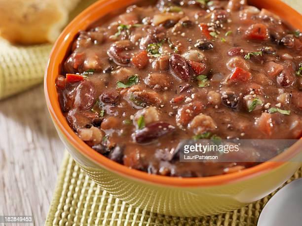三色豆のスープ堅いパンとともに